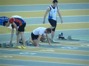 Emmanuel Fabas au départ du 60m des Championnats de France Jeunes en salle 2010 à Aubière