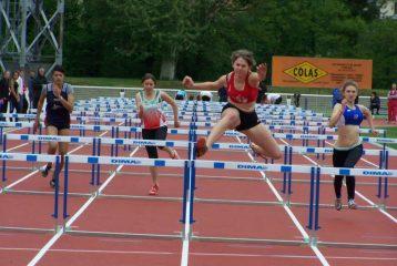 Delphine Cauquil sur 80m Haies au challenge Équip'Athlé 2010 à Carmaux