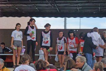 Alexia Vaissette, Emma Jougla, Léa Bouteille, Lisa Boueilh et Iman Romero sur le podium du cross Jean-Vidal 2010 à Lescure d'Albigeois