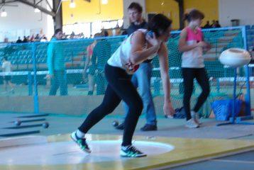 Shannon Izar aux lancer de poids de l'heptathlon aux Championnats du Languedoc-Roussillon en salle 2011 à Bompas