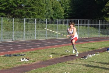 Damien Dubois au saut à la perche aux championnats Midi-Pyrénées d'épreuves combinées 2011 à Rodez