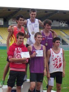 Thomas Loubat-Molinier et Valentin Carlier sur le podium Minimes de la finale régionale des Pointes d'Or 2011 à Albi