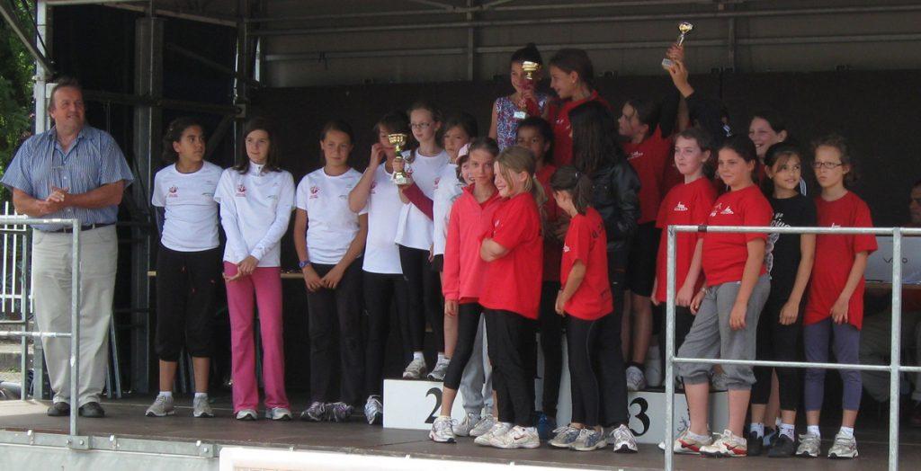 Les poussines du Castres Athlétisme sur le podium des interclubs poussins 2011 à Carmaux