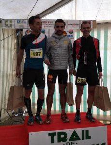 Benoit Galand (au centre) vainqueur du 27km au Trail de l'Aqueduc 2017 à Cours