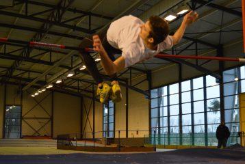 Eddy Rocchi au saut en hauteur aux Championnats d'Occitanie Espoirs-Elites en salle 2017 à Bompas