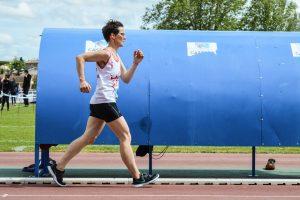 Armelle Tocon sur 3000m marche au 1er tour des interclubs 2016 à Castres
