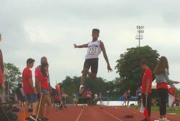 Baptiste Dieudé au saut en longueur lors de la finale nationale des Pointes d'Or 2017 à Angoulême