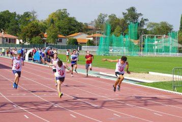 Les minimes garçons sur le sprint aux tour automnal des Équip'Athlé 2017 à Castres