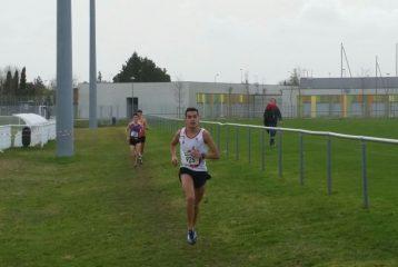 Flavien Szot en tête de la course cadet aux championnats de Haute-Garonne de cross 2018 à Colomiers