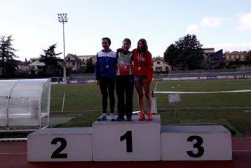 Camille Vicente sur le podium des cadettes au lancer de marteau des championnats d'Occitanie de lancers longs 2018 à Millau