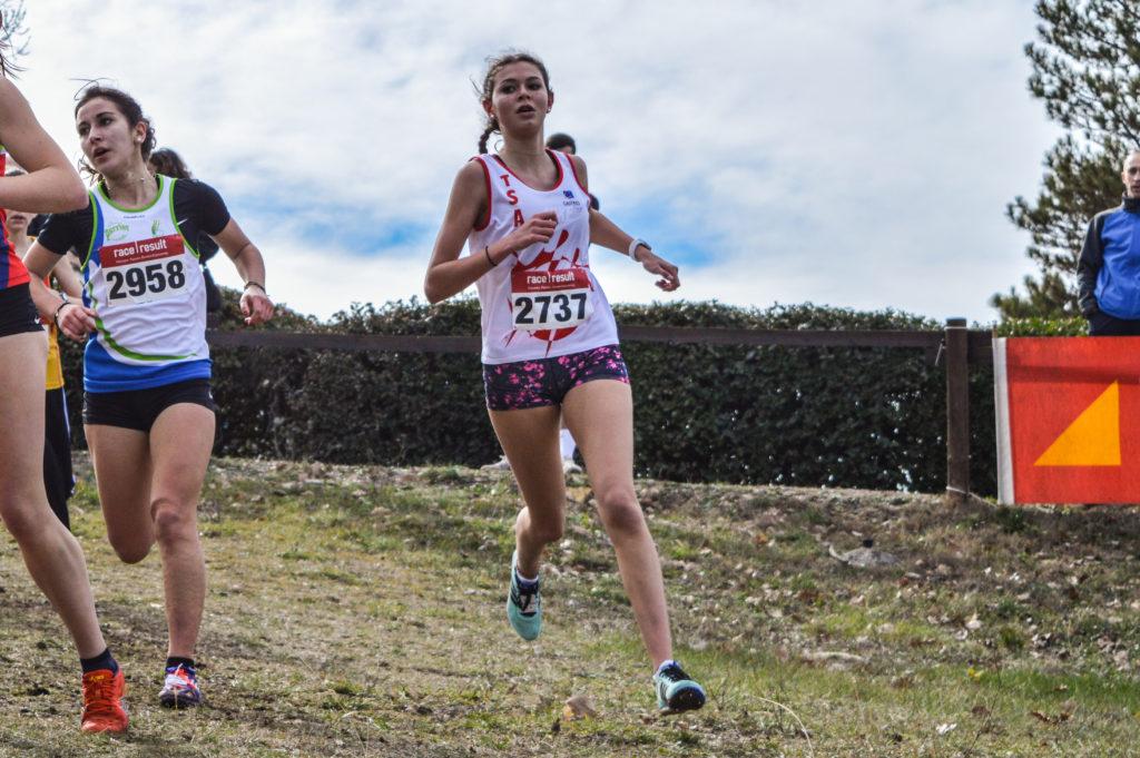 Caroline Laroche sur la course des cadettes aux championnats d'Occitanie de cross 2018 à Alès