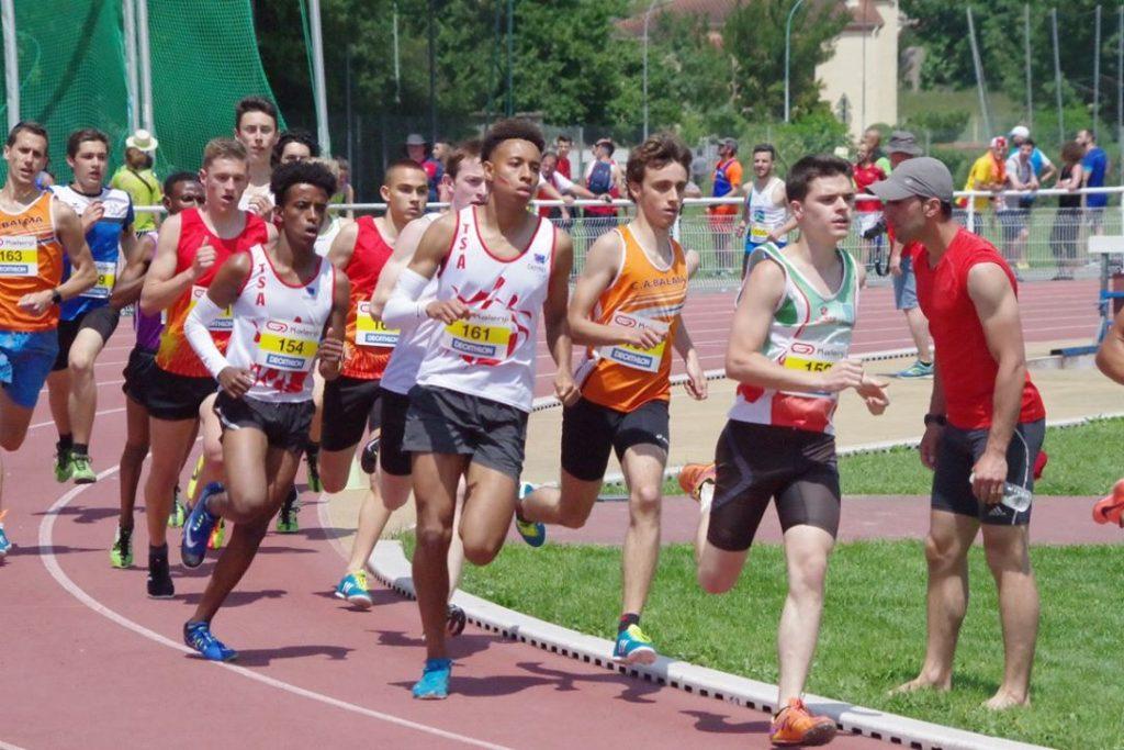 Baptiste Dieudé suivant Léo Nocaudie au 800m lors de la finale interclubs 2018 à Castres