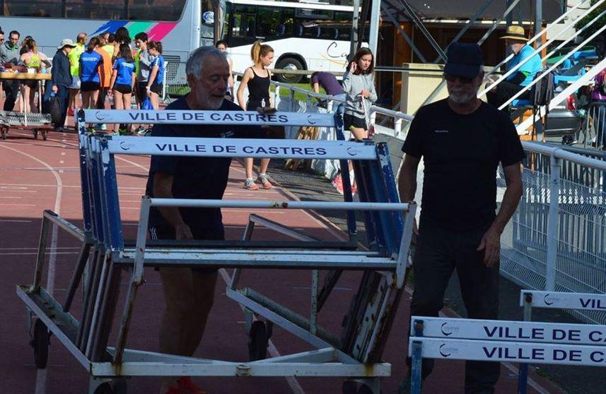 Nos bénévoles assurent l'installation des haies à la finale interclubs 2018 à Castres