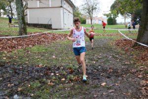 Antoine Lapene sur le course des benjamins au cross Hubert André 2018 à Blaye-les-Mines