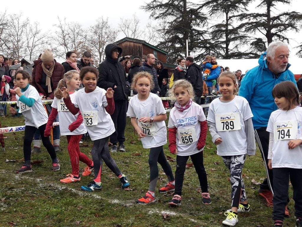 Les éveils athlé féminins du Castres Athlétisme au départ du cross Hubert André 2018 à Blaye-les-Mines