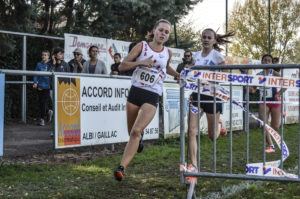 Mathilde Thomas sur la course des minimes féminins au cross Jean Vidal 2018 à Lescure-d'Albigeois