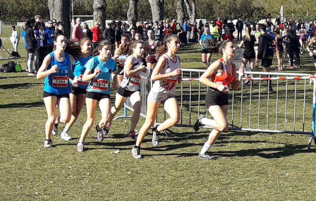 Elodie Sanchez sur la course des cadettes aux championnats d'Occitanie de cross 2019 à Caussade