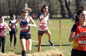 Léa Colom sur la course des minimes féminins aux championnats d'Occitanie de cross 2019 à Caussade