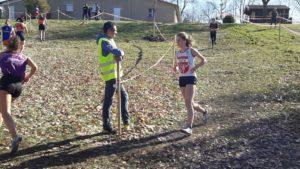 Mathilde Bastoul dans la course des juniors féminins aux championnats d'Occitanie de cross 2019 à Caussade