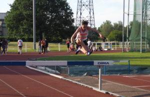 Ianis Miraoui sur 2000m Steeple aux championnats de secteur Ouest d'Occitanie sur piste 2019 à Toulouse